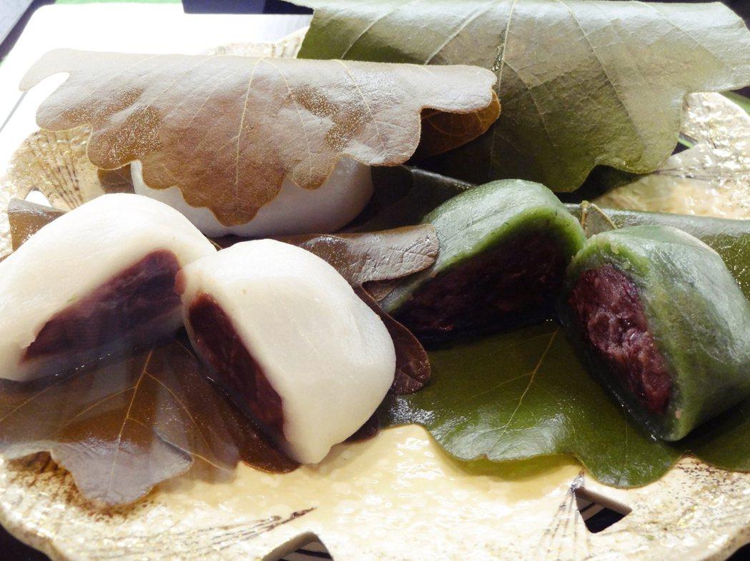 柏餅。薄薄的外皮,裡面包著甜蜜的紅豆餡,現在我們把這樣的甜點叫做「大福」。 圖/...