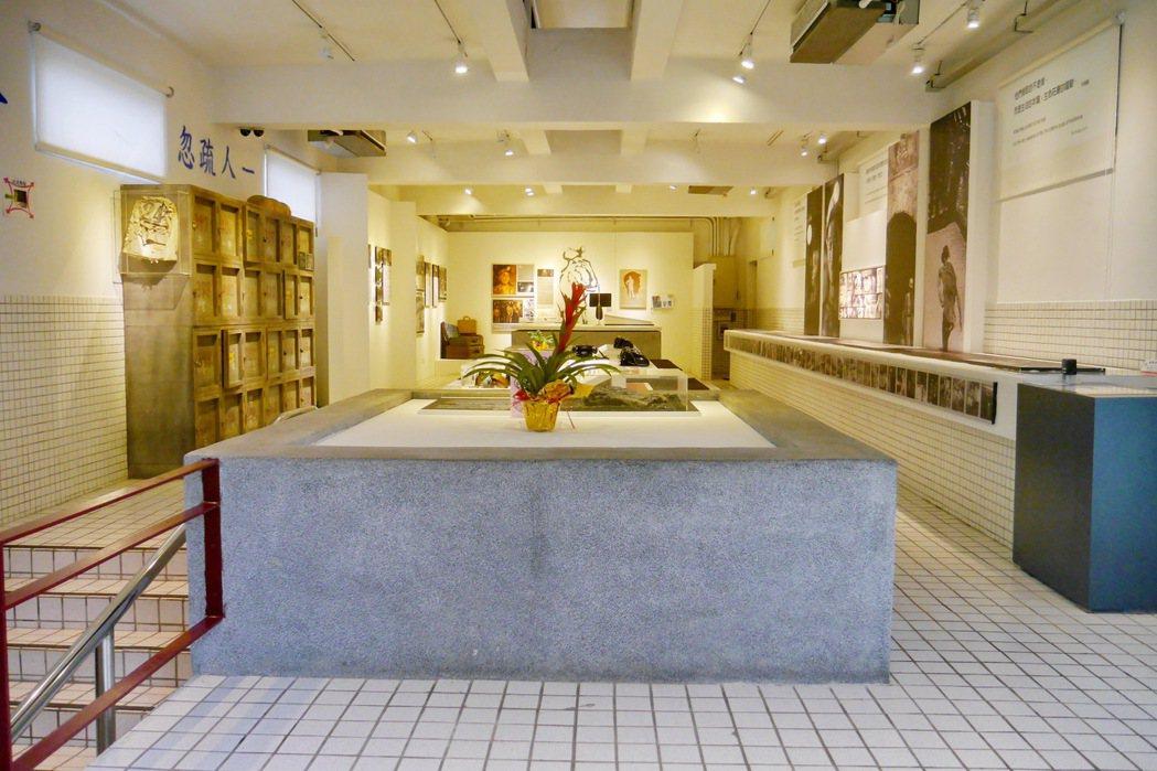 由昔日礦工浴室改建而成的礦工紀念館。 記者陳威任/攝影