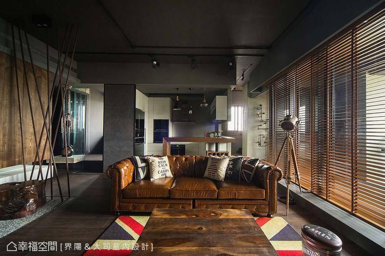 ▲廚房: 以木質中島桌獨立空間意象的廚房,運用亂紋不鏽鋼底牆搭配原有廚具,並利用...