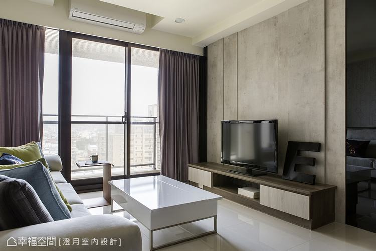 ▲電視牆: 電視牆設計上,運用直線線條拉高空間感,並於兩側設置黑鏡,以質材的反射...