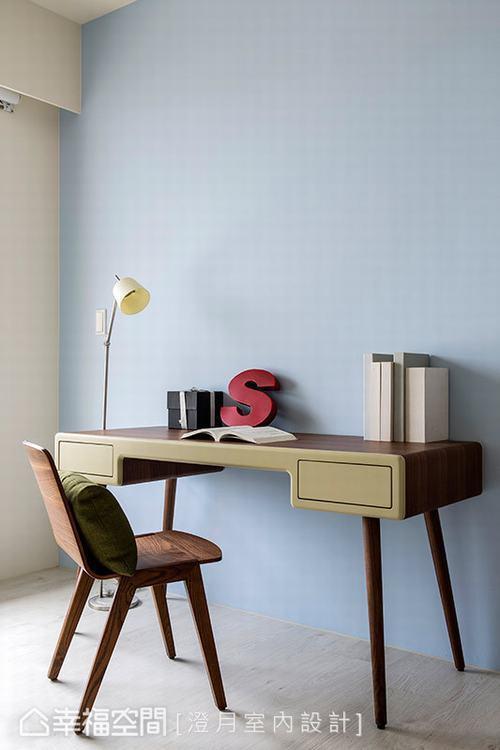 ▲多功能室: 帶有北歐感的設計家具與天空藍的漆面,為空間帶來鮮明的活潑色彩。