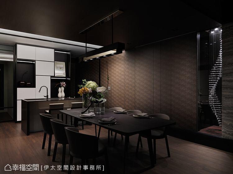 ▲視覺延伸: 伊太空間設計事務所在餐桌上方飾以線形燈飾,視線一路延伸至窗景,空間...