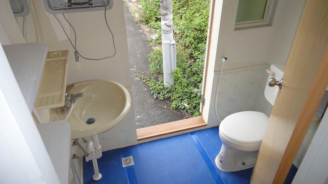 水管屋內部也有獨立的衛浴設備。記者蔣繼平/攝影