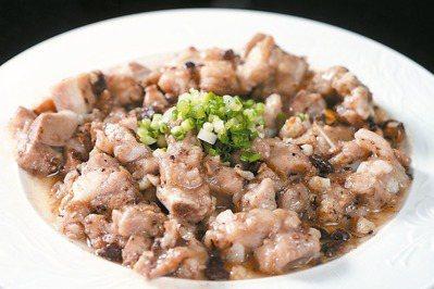 豆豉排骨步驟:1.將大蒜末和豆豉爆香,先與糖、醬油、太白粉拌入排骨醃一晚...