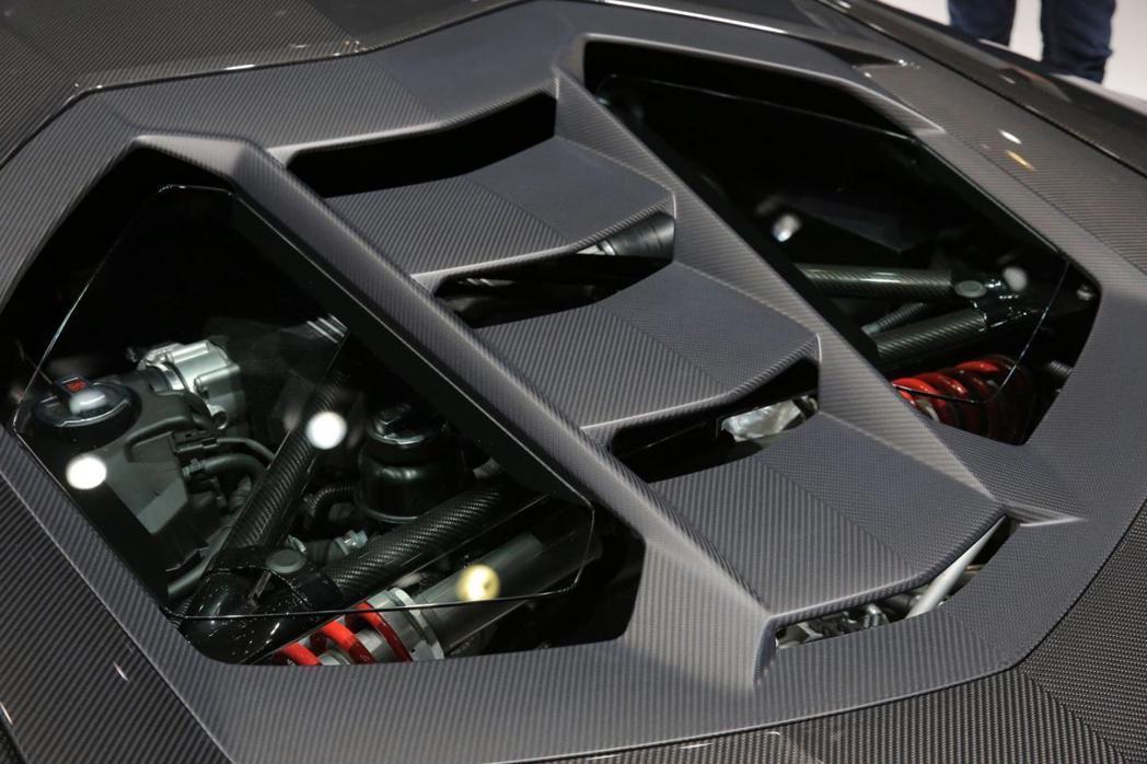 Centenario LP770-4搭載6.5升V12自然進氣引擎,最大馬力為7...
