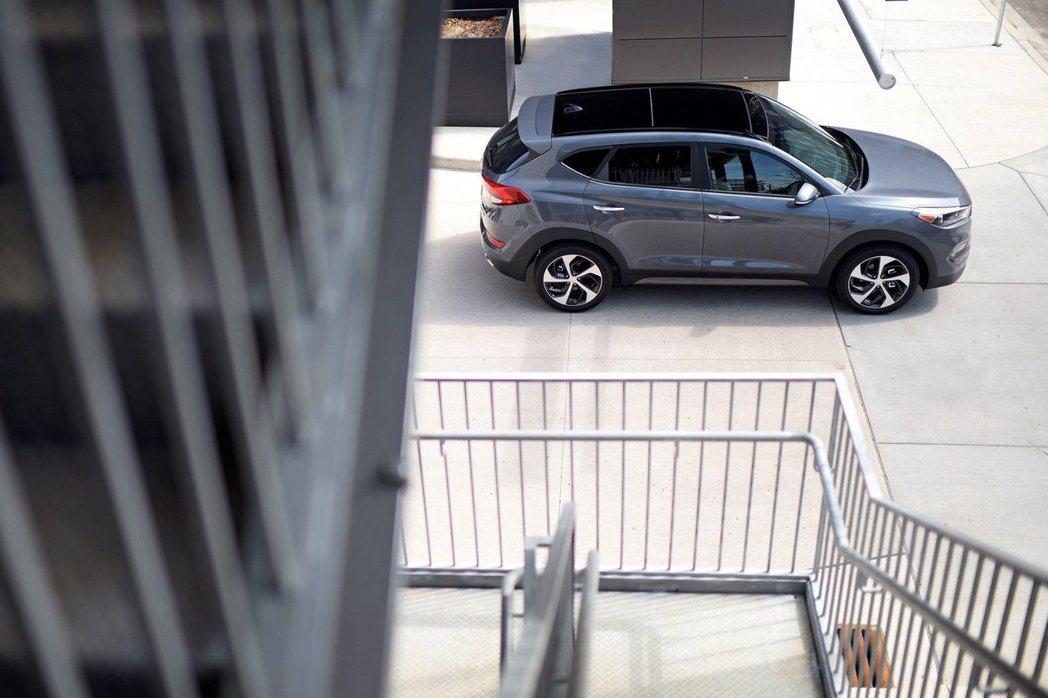 新一代Tucson外型方面,同樣有著Hyundai全新家族的面貌設計。 摘自Hy...