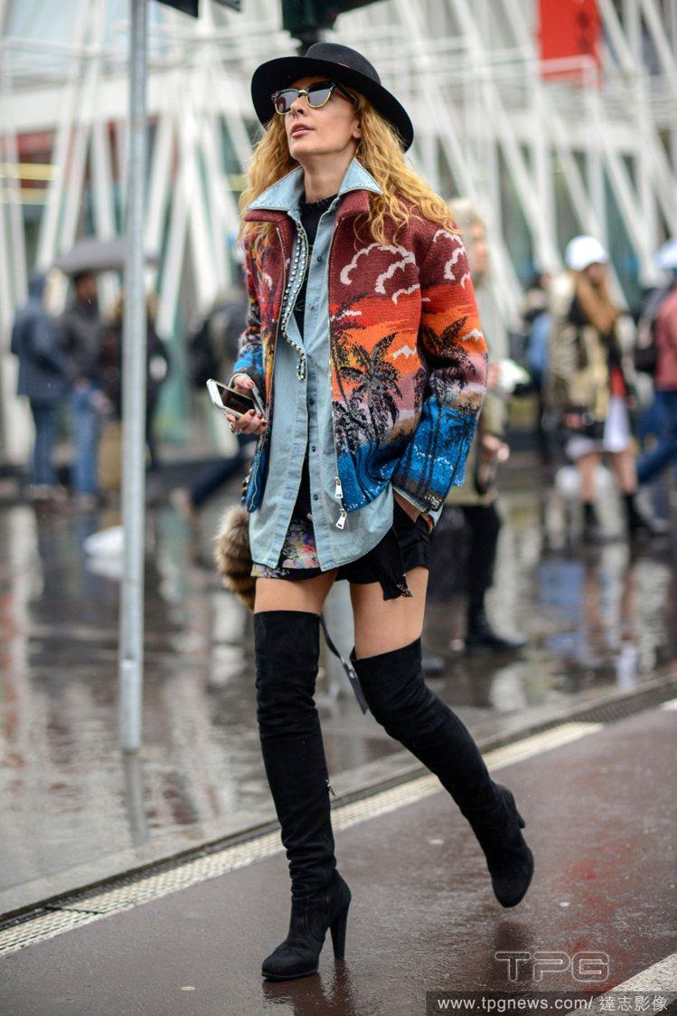 雖然最近氣溫升高,但是不穩定的天氣還是要做好適當的保暖措施。以長靴搭配長版牛仔襯...