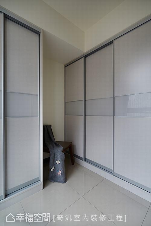 ▲更衣室: 以簡約、乾淨為更衣室領域特色,角落的畸零處則作為未來的空間運用。