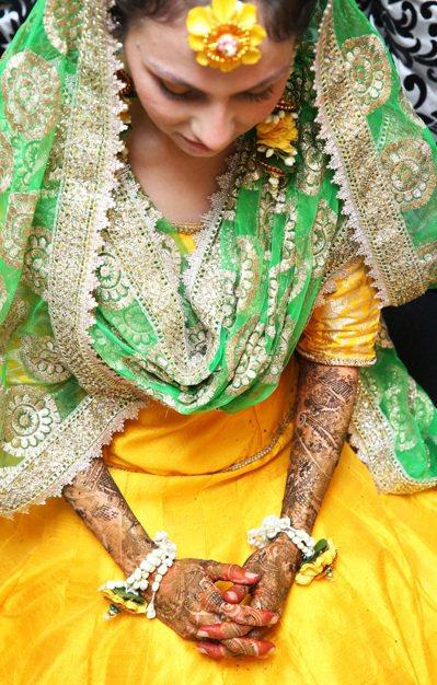 印度文化及人種都多元並現,Rafia是商業大城孟買的穆斯林,她出嫁前在手臂及腳上...