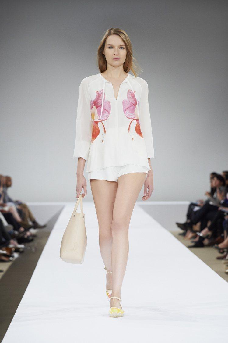 Longchamp潑墨印花絲質上衣,14,000元。圖/Longchamp提供