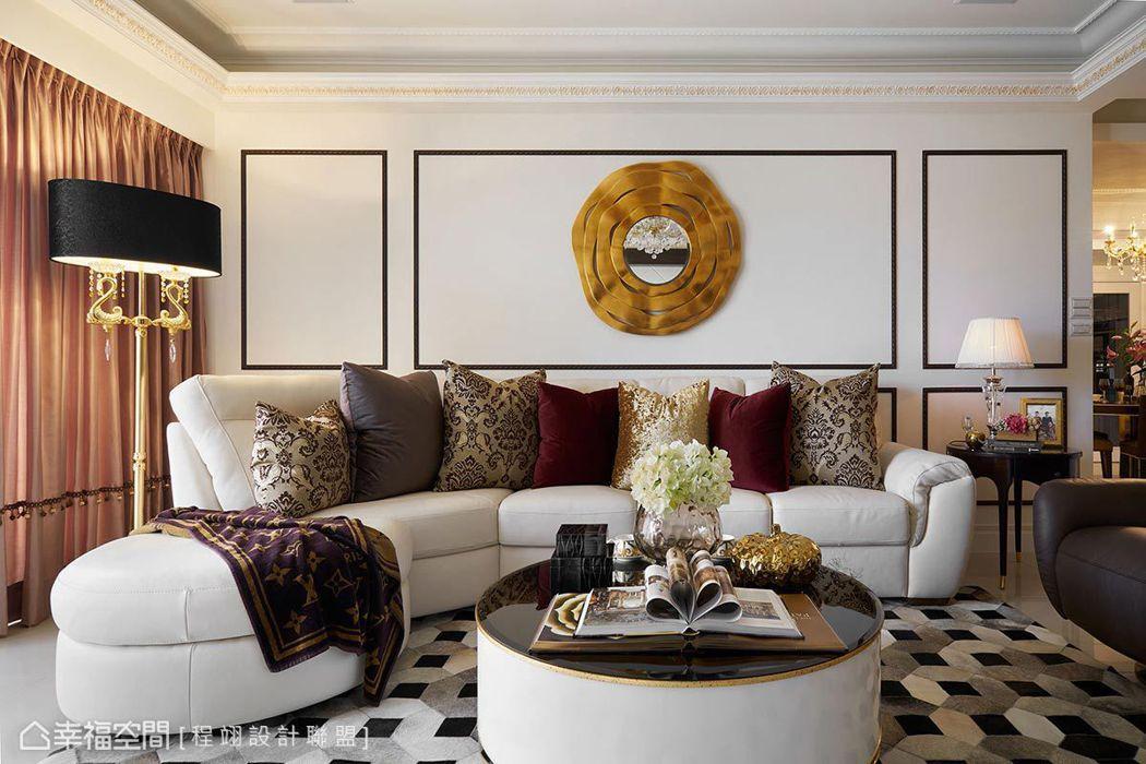▲訂製家具: 特別訂製的米白沙發除了融入整體設計風格,還可以下壓椅背躺平使用,滿...