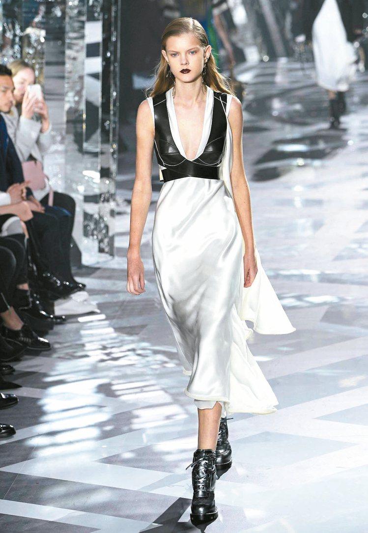 皮革與絲緞層次穿搭出未來奢華。 圖/法新社