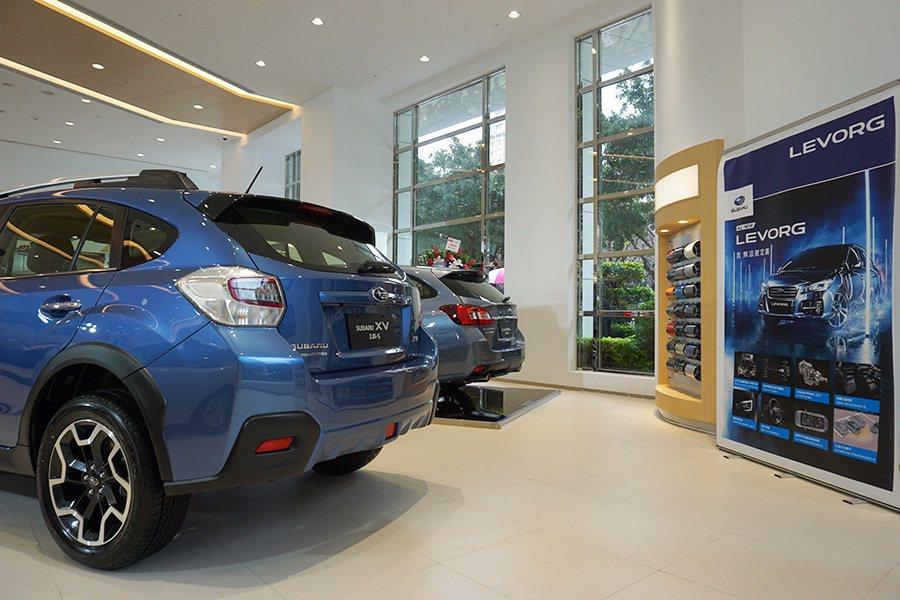 全新SUBARU台北敦南展示中心擁有優質的賞車環境與舒適的車主休憩區。 記者敖...