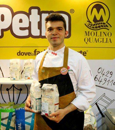 義大利的帥哥廚師坐鎮賣Petra麵粉。記者史榮恩/攝影