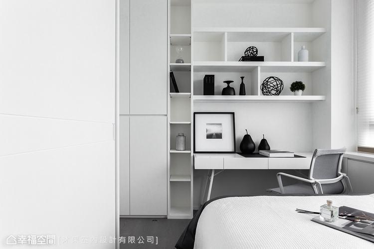 ▲小孩房: 白色的收納展示牆面,透過簡約的家飾擺設,形塑出如北歐風格般的純淨。