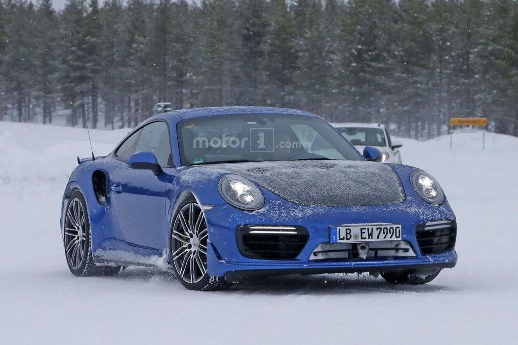 近日國外狗仔隊捕獲有關911 GT2的最新身影,引發所有車迷熱烈關注。 摘自Mo...