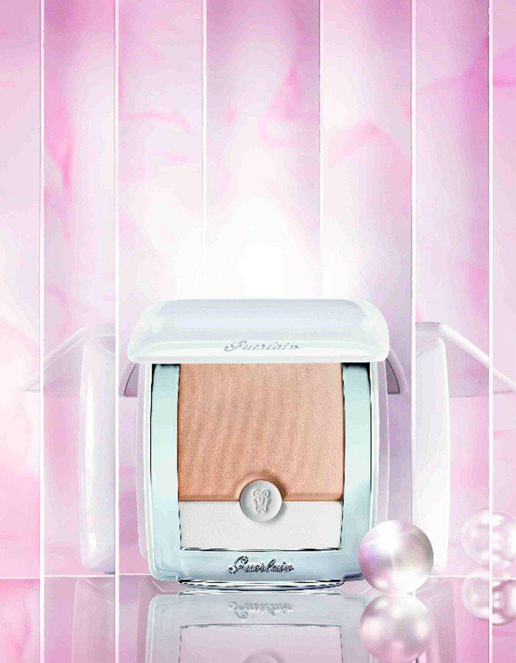 嬌蘭珍珠透光空氣感粉餅,售價2,550元。圖/嬌蘭提供