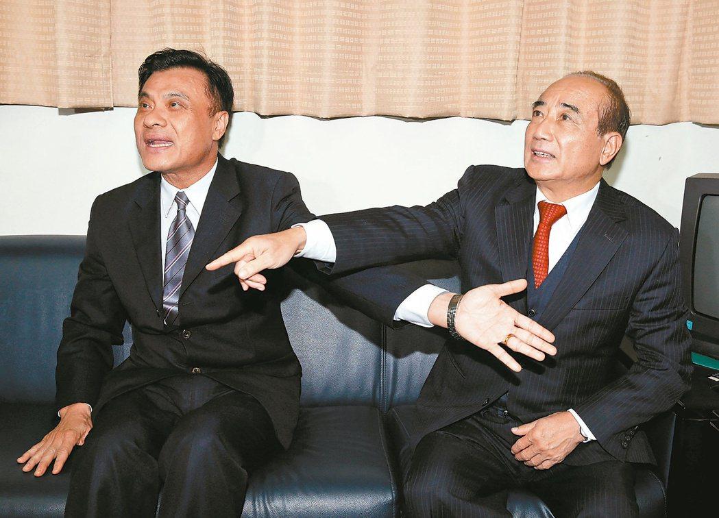 立法院前院長王金平(右)與新上任的立法院長蘇嘉全(左) 報系資料圖