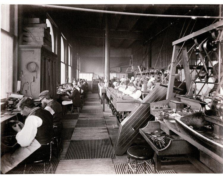 Tiffany鑽戒由一群頂尖工匠團隊在紐約手工製作,130年來始終如一。圖╱Ti...