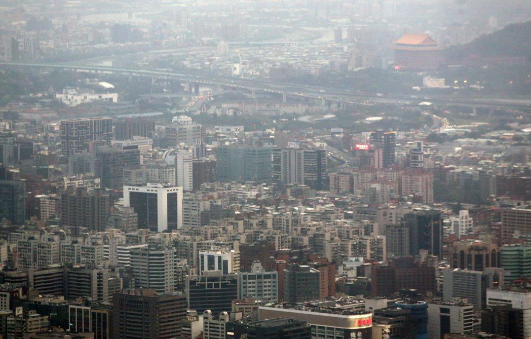 土壤液化潛勢區資訊查詢系統上線,其中台北市不少精華區被列入土壤液化潛勢區,圖為台...