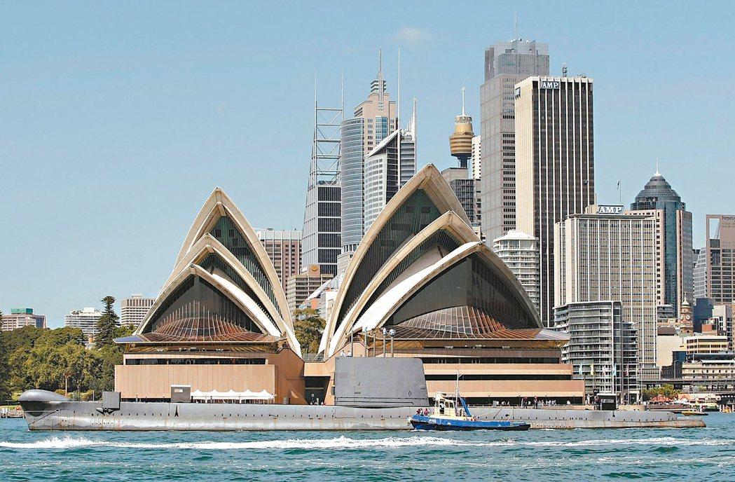 近期澳幣走貶不僅推升澳洲的外國學生人數,全球房產開發商也正趁勢搭上這股學生房市熱...
