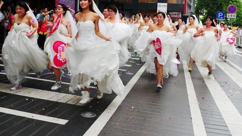 在對單身女性不友善的環境裡,受過良好教育的單身女性不結婚被指責為錯誤的心態。圖為...