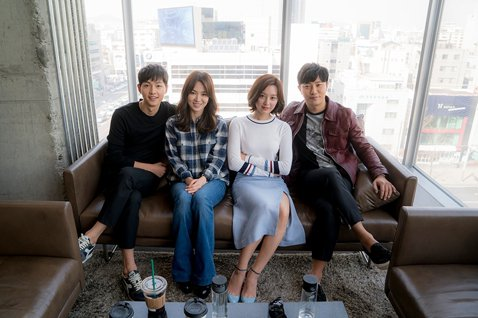 今日下午,韓國KBS 2TV水木劇(週三週四播出劇集)《太陽的後裔》在首爾市Hyundai Motors Studio舉辦了記者見面會,主演宋慧喬、宋仲基、晉久、金智媛出席。會上,演員們被提問「電視...