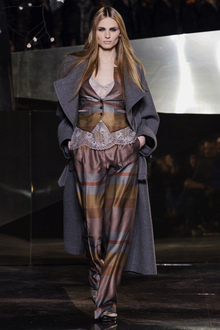 H&M在巴黎時裝周發表Studio系列,與一線精品比美。圖/H&M提供