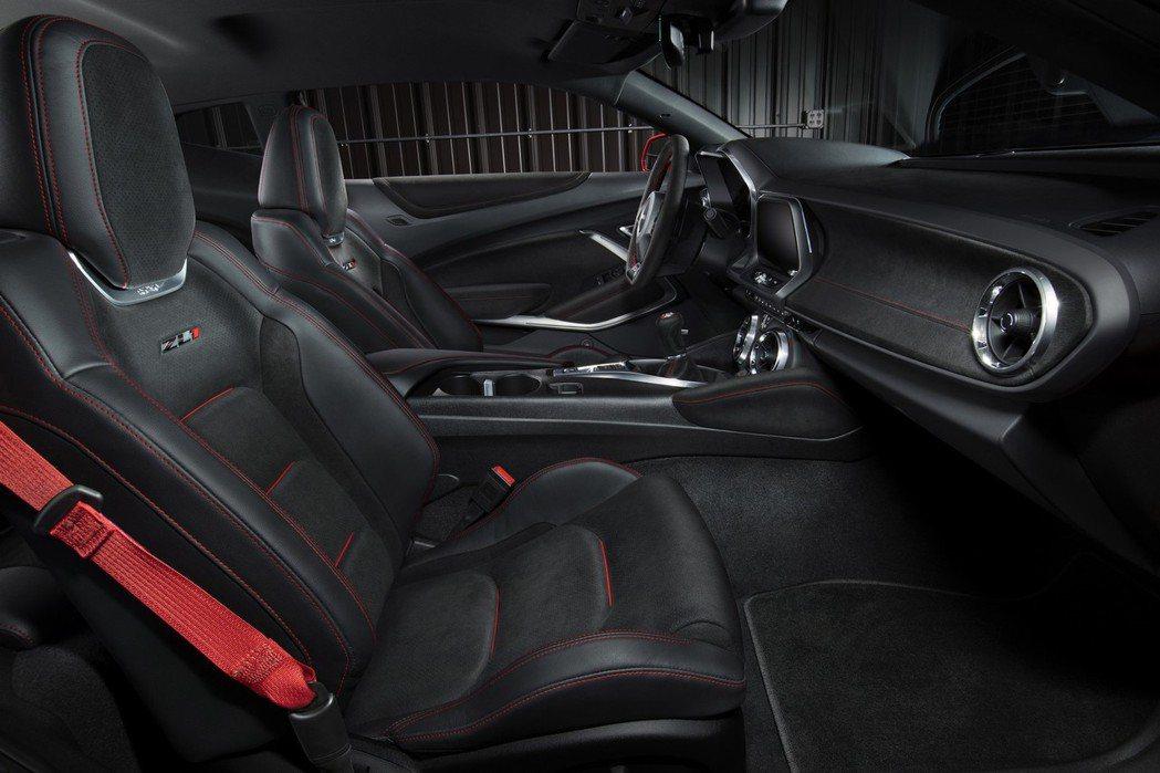 全車系則搭載印有ZL1字樣的RECARO賽車座椅。 摘自Chevrolet.co...