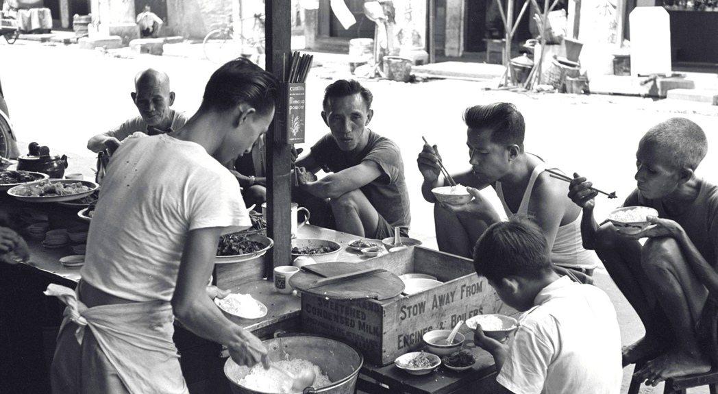 老一輩的新加坡記憶中,1950年代的新加坡也是個充滿食物味道和小販叫賣聲的城市,...