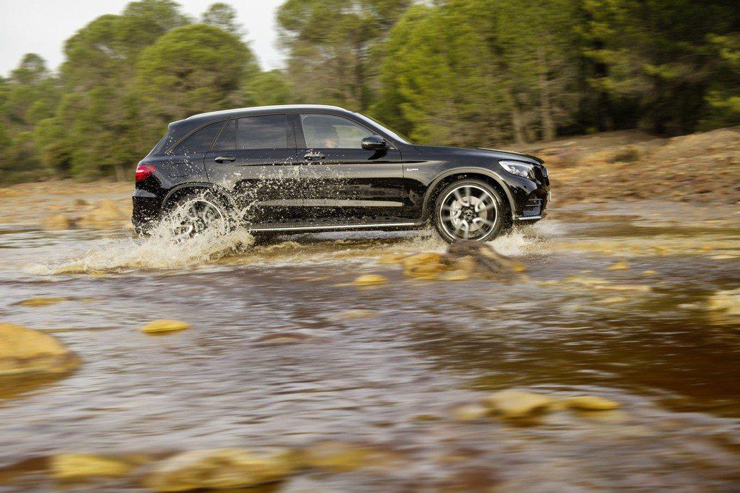 M.Benz GLC43 AMG搭載一具3.0升V6雙渦輪增壓引擎,搭配9速手自...