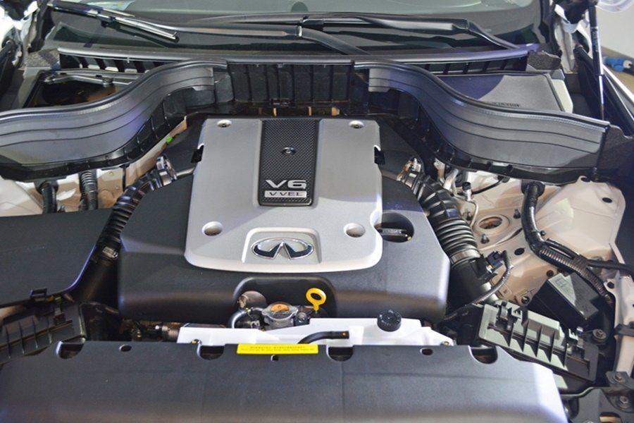 動力搭載V6的3.7升汽油引擎。