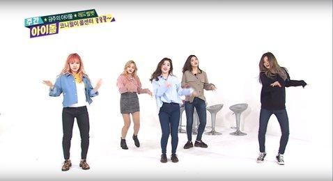 少女時代師妹團「Red Velvet」近日上綜藝節目「Weekly Idol」宣傳新歌,節目上大秀舞蹈讓主持人都驚呆了,更成為網友熱議的話題。不過並不是她們有公開新舞步,而是她們挑戰上一張專輯中歌曲...