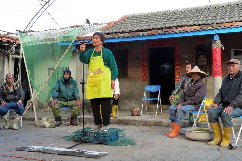 彰化縣大城鄉台西村民演出「南風—證言劇場」,以行動劇表達反六輕心聲。