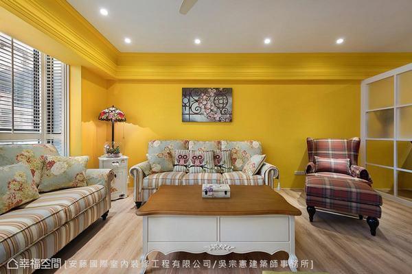 ▲客廳: 量身訂製的布質沙發與重色系主人椅,由吳宗憲設計師精心安排色彩比例。