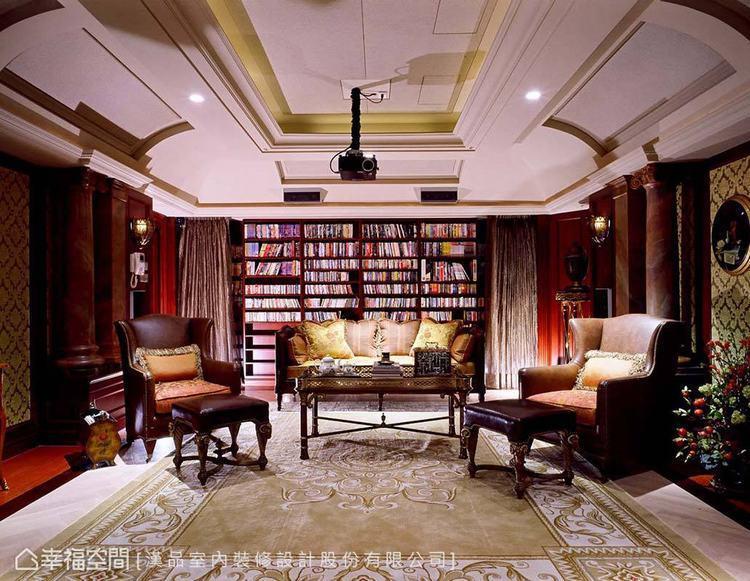 ▲視聽室:搭配線板和羅馬柱等古典元素,並設置一道具人文氣息的書牆,形成華美的私人...