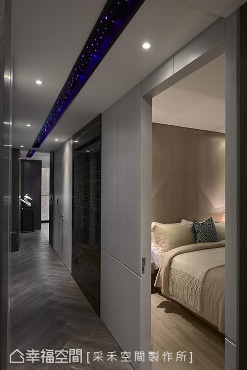 ▲廊道:抬頭仰望,光纖燈帶的設計彷彿遇見璀燦星空,人字拼的地坪造型則是引領人們走...