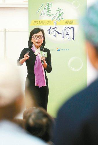 林靜芸(圖)昨出席「2016台北健康休閒博覽會」,分享自己愈活愈年輕的藏老祕訣,...