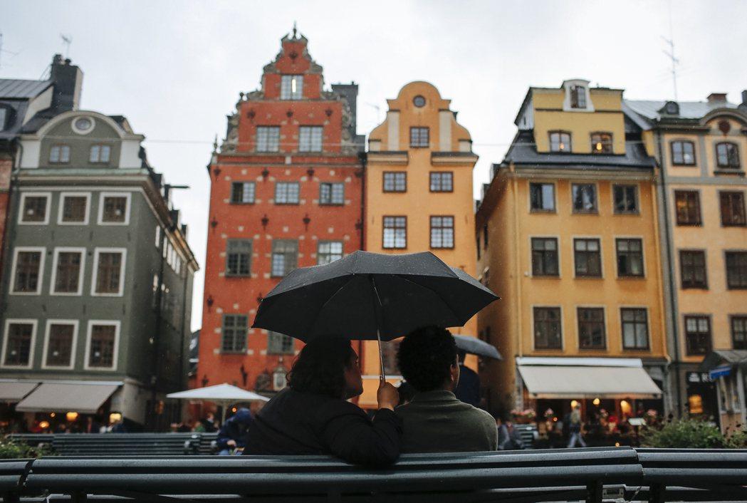 瑞典經歷一九五○年代養護機構悲慘處境揭露,在各界抗議下逐漸以「居家照顧」取代「照...