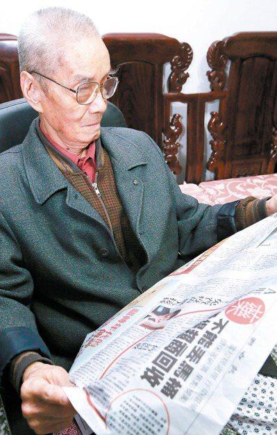 老年人多閱讀有助減緩認知功能退化、降低失智症風險。 報系資料照