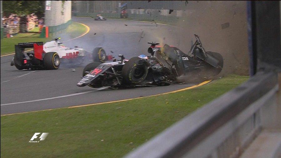 Alonso在與Gutierrez撞擊後隨即失控。 摘自Twitter@F1