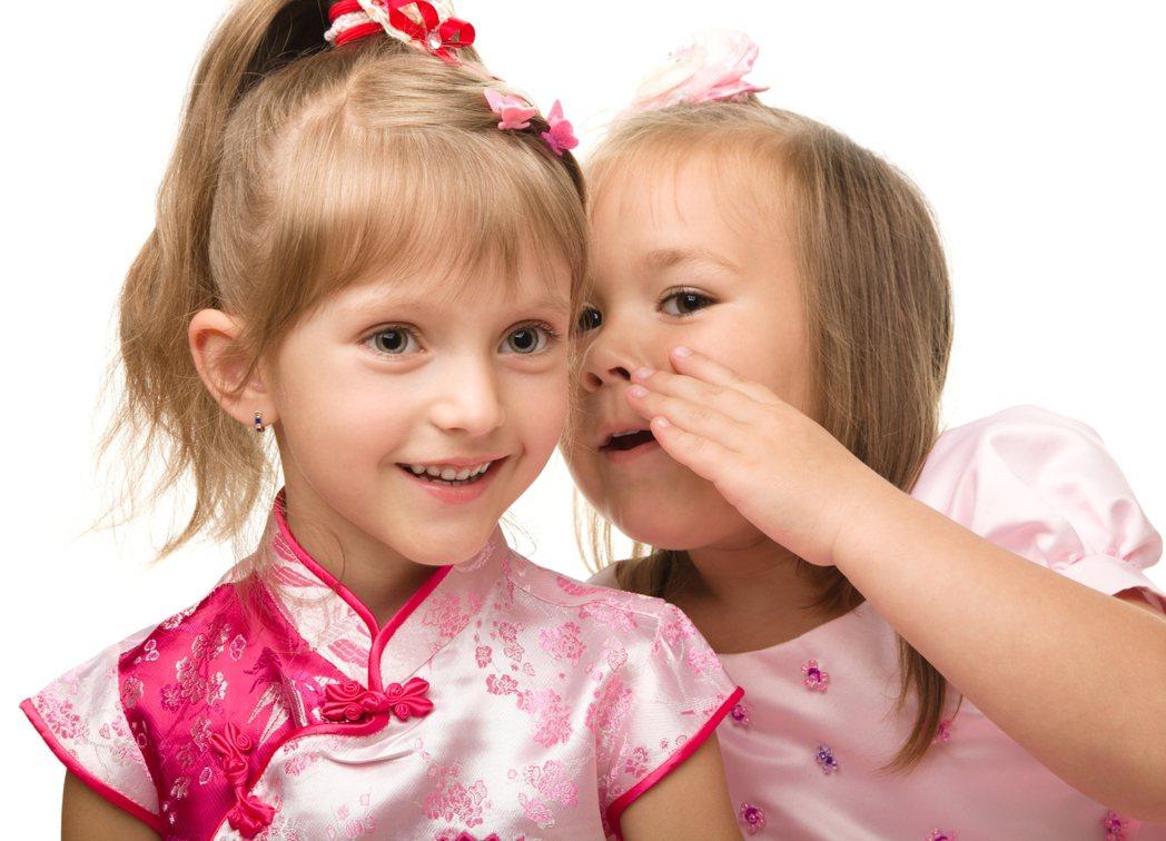 雙語環境的孩子,語言發展較慢,高認知功能卻比較好。 圖/ingimage