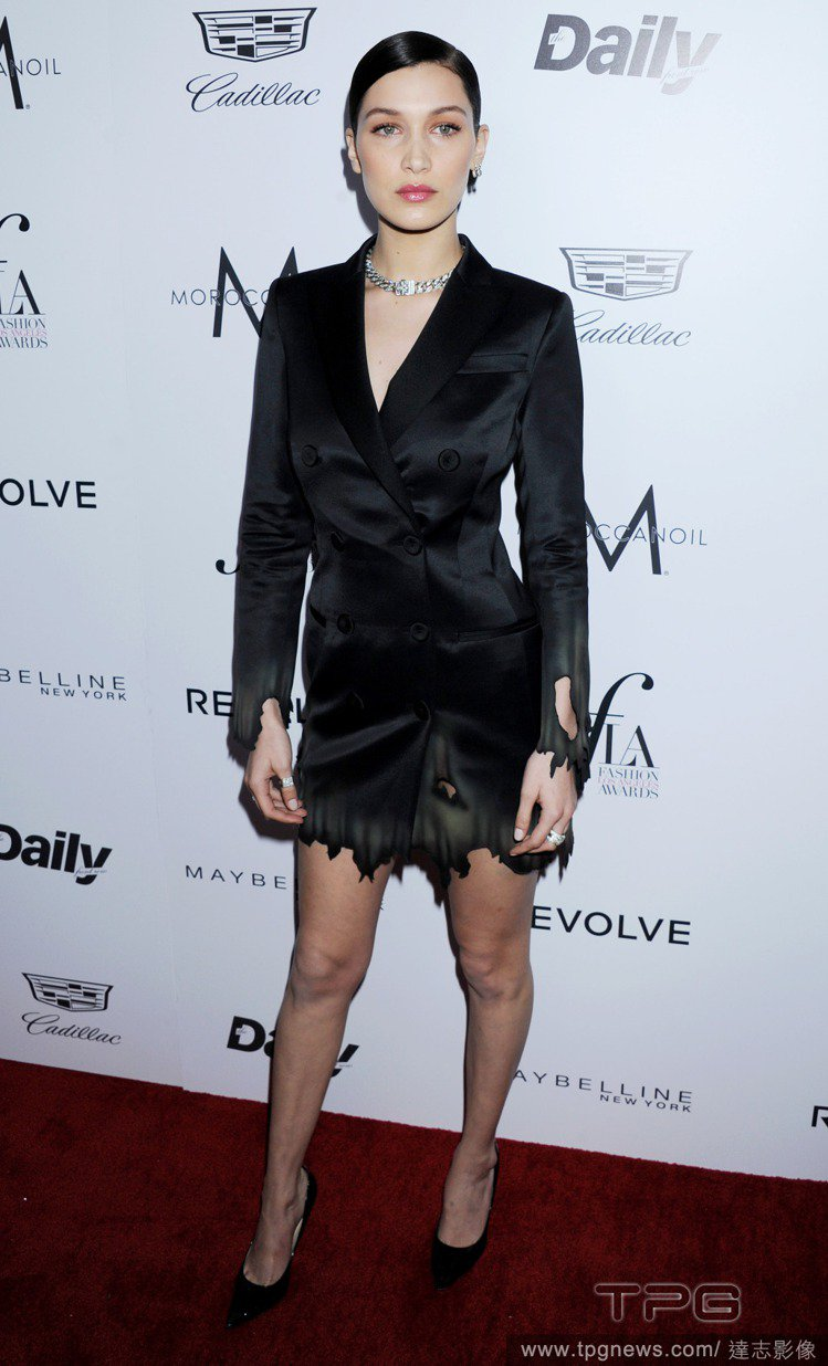 Gigi Hadid 的妹妹 Bella 則拿到年度模特兒獎。圖/達志影像
