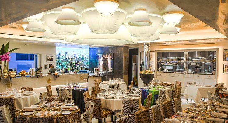 Roberto Cavalli在邁阿密的餐廳,以品牌經典的動物圖騰打造奢華氣氛。...