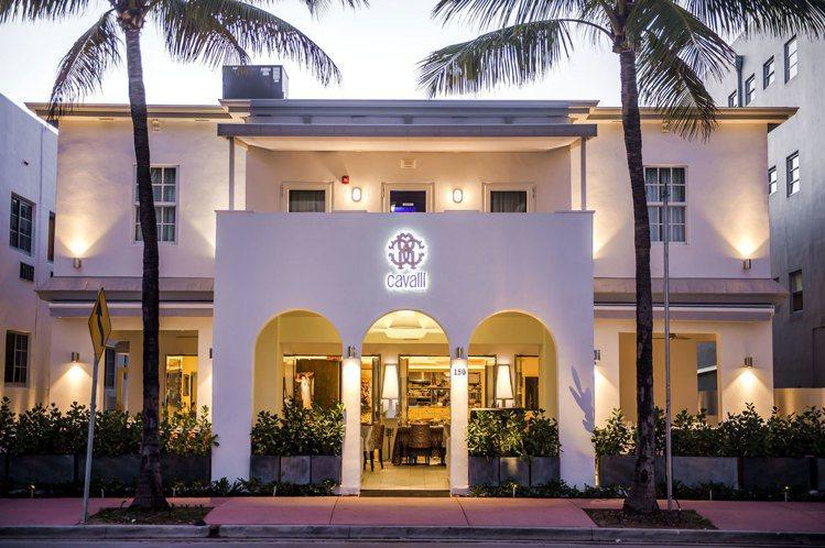 Roberto Cavalli在邁阿密的Cavalli Miami餐廳。圖/擷自...