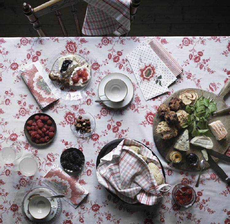 INBJUDANDE花桌巾,699元。圖/IKEA提供
