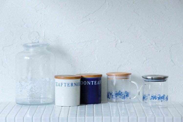 春夏時分,具有穿透感、符合時尚潮流的藍色小花里昂微風收納罐,為廚房帶來趣味盎然的...