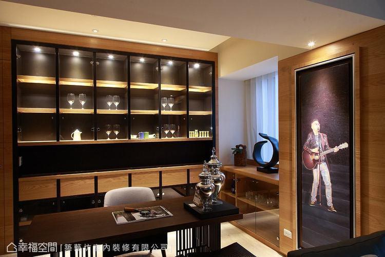 ▲油畫: 知名畫家繪製的油畫裝飾於壁面,成為空間中的視覺亮點。