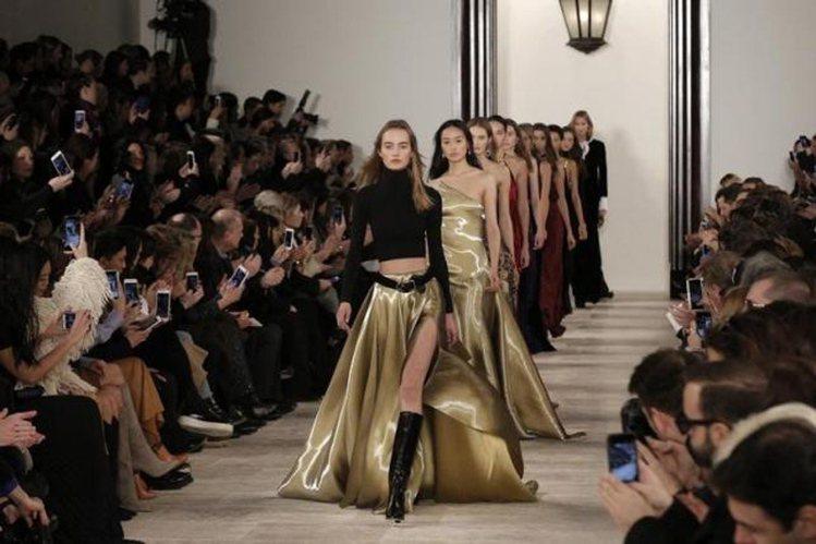 服裝秀上的第一排,是擁有千萬粉絲的熠熠明星和部落客。圖/路透