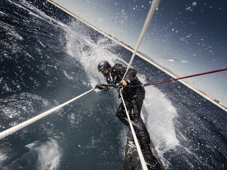 曾環遊世界的英國帆船運動員 Alex Thomson 日前駕駛著他的 HUGO ...